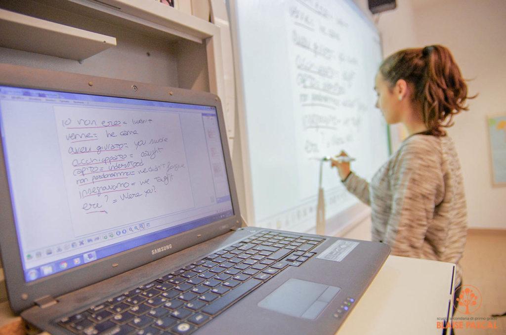 lavagna multimediale alla scuola media Blaise Pascal